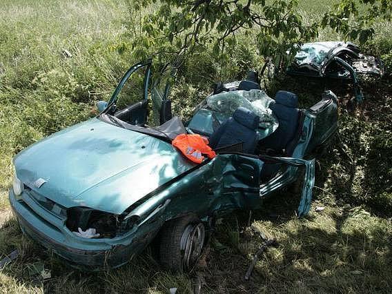 Jeden z vozů po srážce v Kožušanech