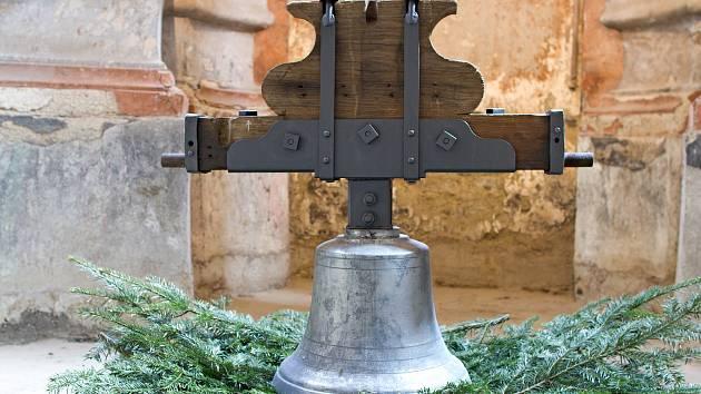 Díky místním občanům se bude z věže kostela ve Městě Libavá opět nést hlas zvonu, V sobotu bude vysvěcen ve Staré Vodě a v příštím týdnu umístě do věže.