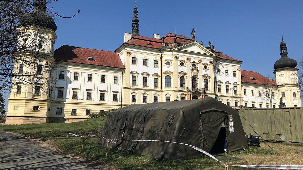 Vojenská nemocnice Olomouc v době koronavirové