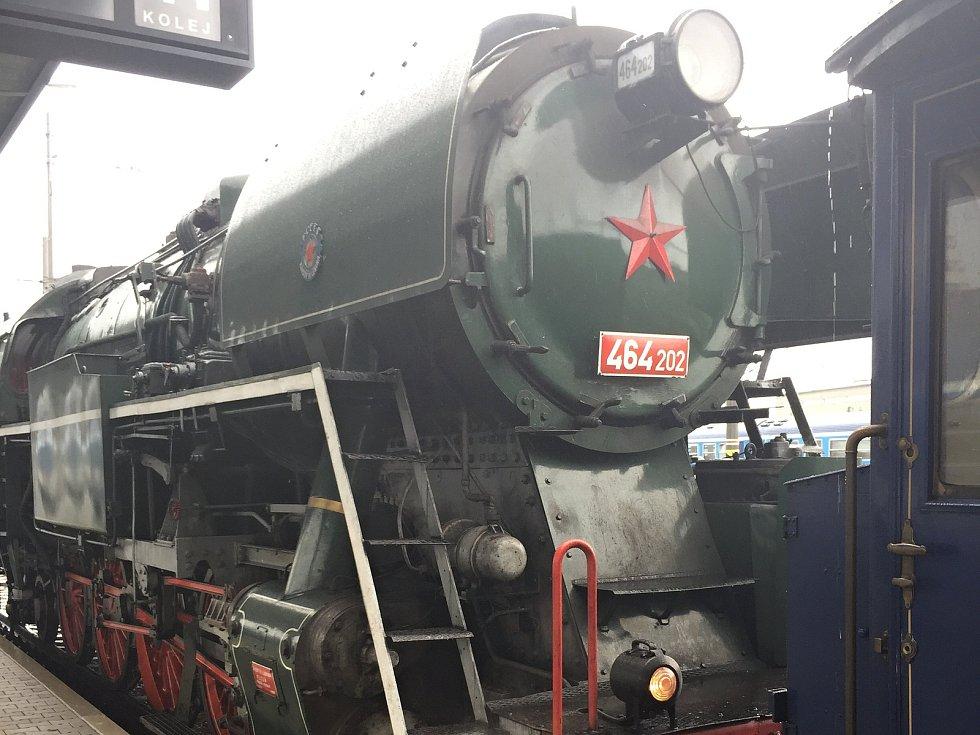 Prezidentský vlak se zastavil i v Olomouci. Návštěvníci si mohou prohlédnout salónní vagony, které sloužily TGM i komunistickým prezidentům.