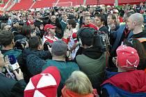Protest fanoušků Slavie při semifinále Ondrášovka Cupu