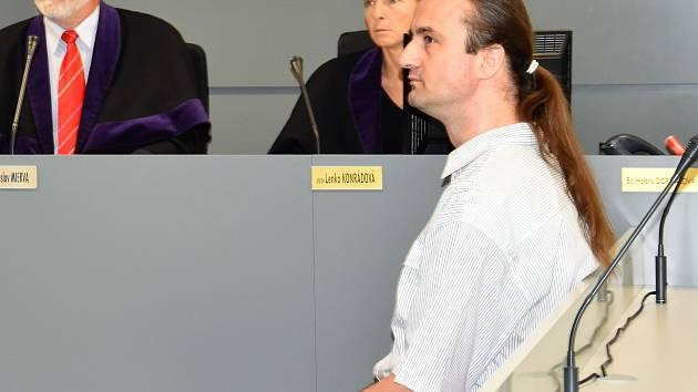 Josef Ondrýsek (vpravo) odsouzený za tragickou nehodu v Holici u odvolacího krajského soudu v Olomouci