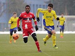 Olomoučtí fotbalisté porazili v přátelském zápase Zlín (ve žlutém) 3:1