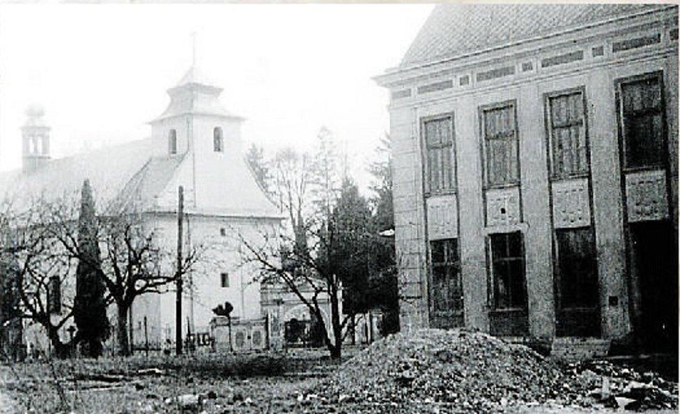 V roce 1975 se Bílá Lhota měnila k nepoznání, důkazem toho je i přestavba základní školy.