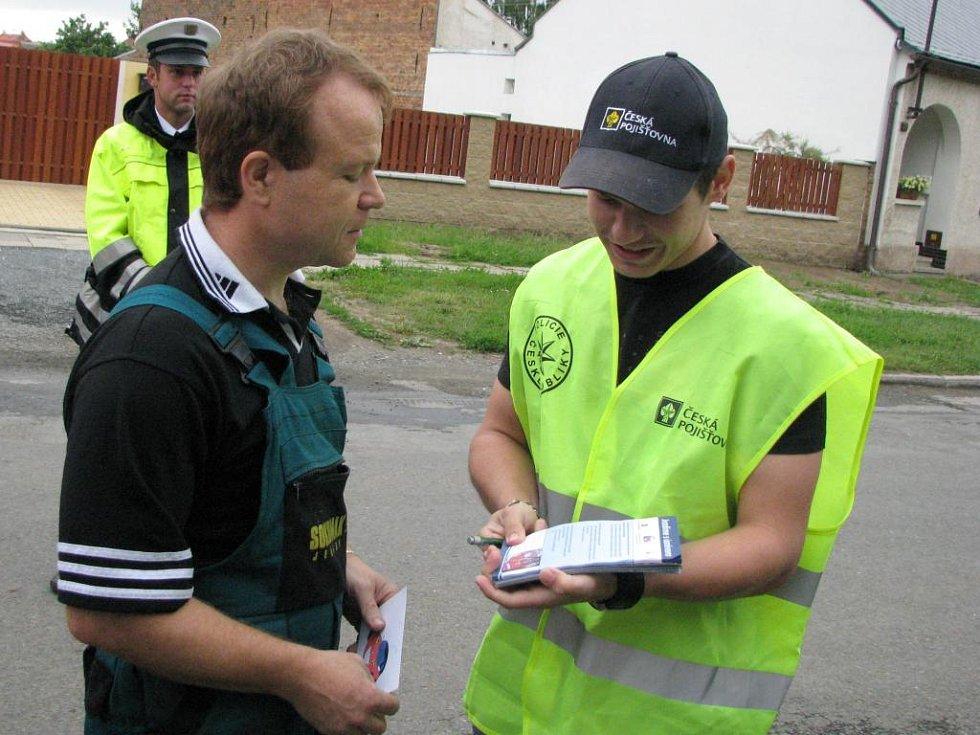 Erik Janiš (vpravo) s jedním z kontrolovaných řidičů