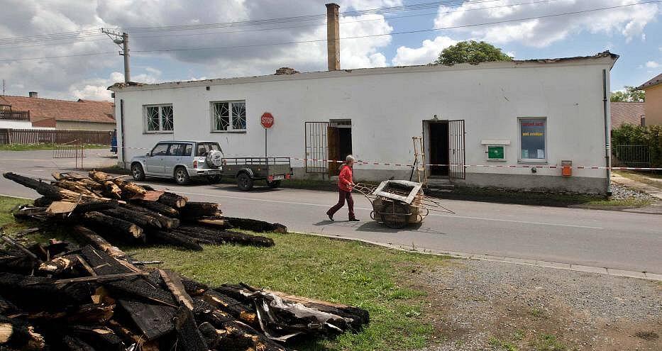 V Komárově shořela střecha kulturního domu