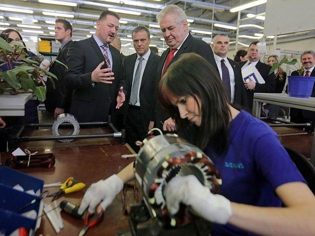 Prezident Zeman na návštěvě v mohelnickém Siemensu