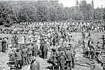 Hospodářská výstava v roce 1922. Původně se hospodářské výstavy konaly v Příkazích na návsi. Rozšiřující počet vystavovatelů ale vedl k přemístění výstav do zahrady za Záloženským domem.