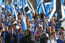 Fanoušci Sigmy po příjezdu na finále poháru v Plzniv Plzni
