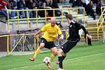 Fotbalisté Holice B (v černém) proti Novým Sadům