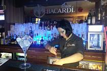 Barmanka z baru Osa v Olomouci