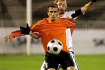 Josef Lukaštík si zpracovává míč.