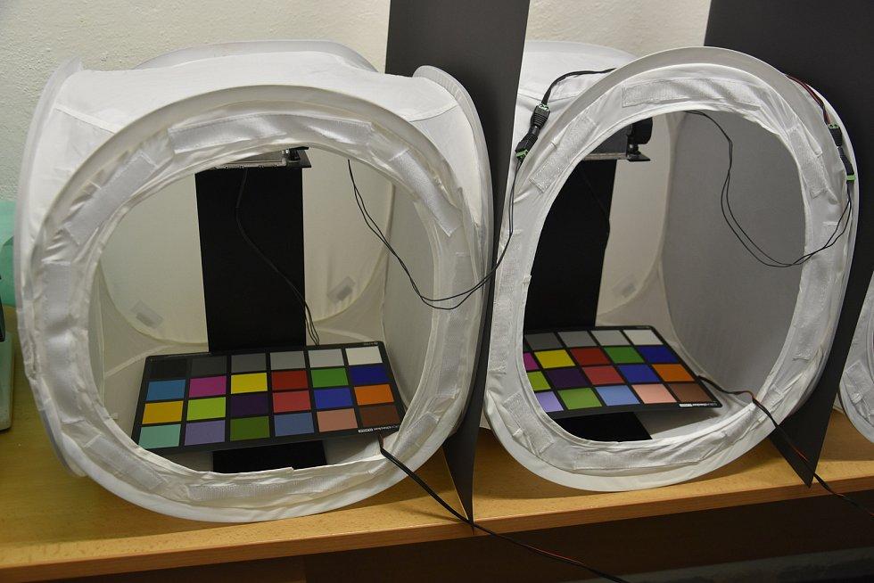 Výzkum Human Light Interaction Laboratory (HLI) spadající pod UP Olomouc. Kalibrované barevné tabulky