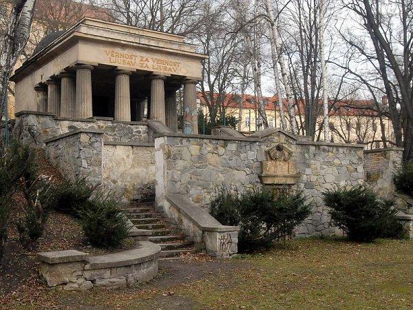 Bezručovy sady: Jihoslovanské mauzoleum