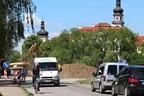 Omezení v Sokolovské ulici na cestě kolem Hradiska