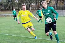 Fotbalisté Šternberka (ve žluté) proti Chválkovicím
