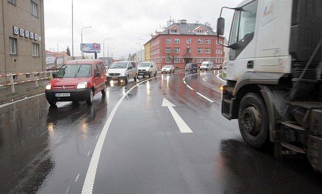 Nové značení na křižovatce vPavlovické ulici mate řidiče