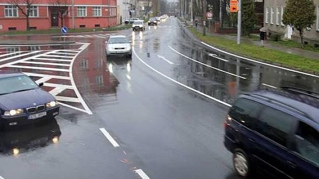 Nové značení na křižovatce v Pavlovické ulici mate řidiče