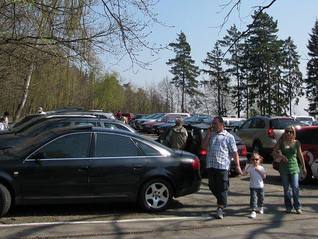 Parkoviště u zoo na Svatém Kopečku