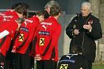 říjen 2008. Karel Brückner vede rakouskou reprezentaci do kvalifikace na MS
