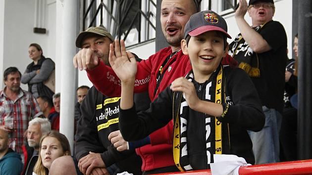 Fanoušci Sigmy Hodolany na zápase s mladými hokejisty Mory