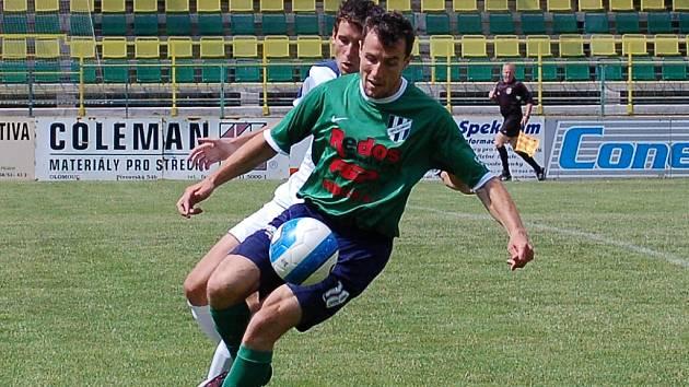 Útočník HFK Petr Vodák.