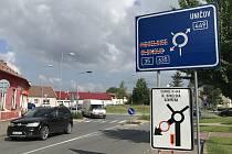15. června 2020. Průtah Litovlí v Dukelské ulici zavřela oprava silnice.