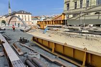 Stavba Rejnoka, mostu přes Moravu na Masarykově třídě v Olomouci, 13. září 2021