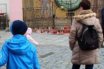 Minuta ticha za oběti pařížského teroru na olomouckém Horním náměstí