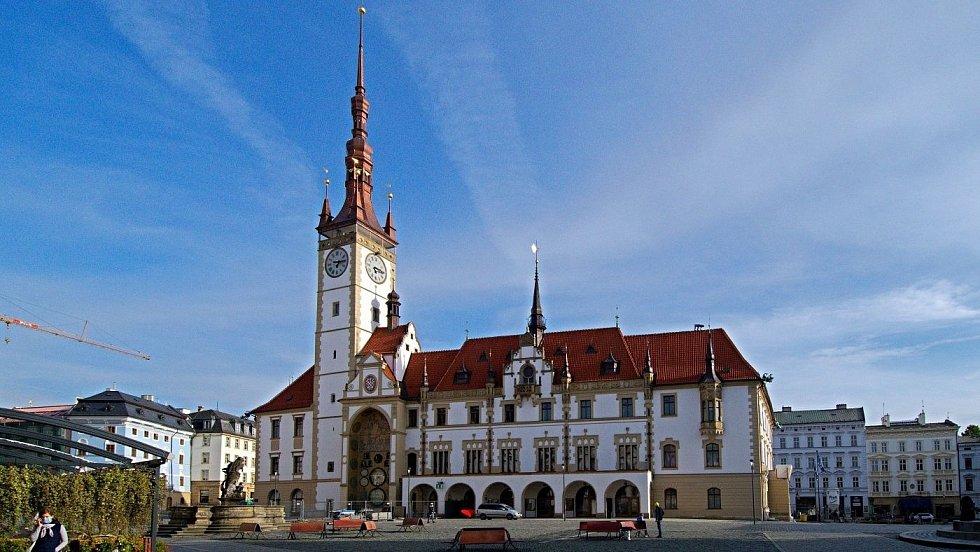Říjen 2020. Olomoucká radnice s opravenou fasádou a věží