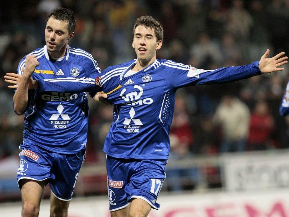 Michal Ordoš a Tomáš Hořava se radují z gólu