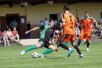Fotbalisté Sigmy (v oranžovém) prohráli s MFK Skalica 0:2.