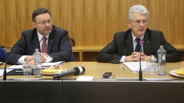 Vlevo Jiří Zemánek (ČSSD) a Oto Košta (ANO) ještě jako hejtman a jeho první náměstek