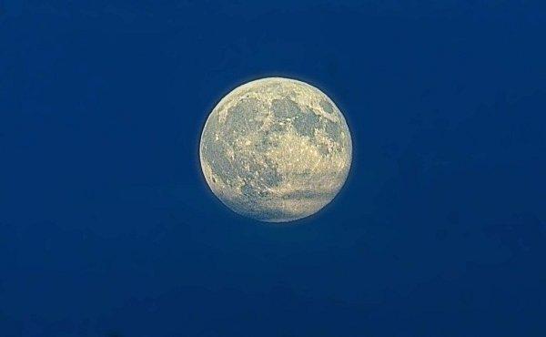 Tzv. modrý Měsíc – druhý úplněk vkalendářním měsíci nad Hanou
