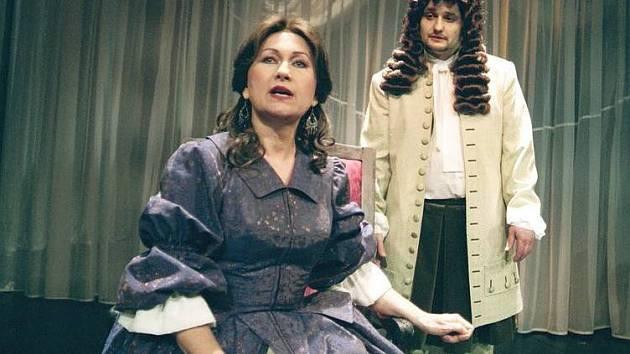 Naděžda Chroboková v inscenaci Moliere (na snímku). Nyní si zahraje Františkovu choť.