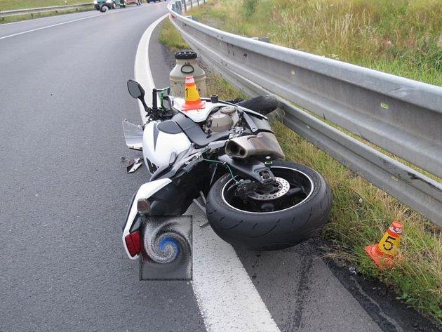 Srážka auta s motorkou u Lipiny