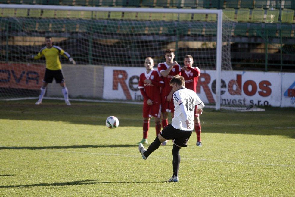 Fotbalisté HFK Olomouc doma nestačili na Uničov, prohráli 0:2.