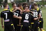 Fotbalisté Nových Sadů (ve žluto-černém) porazili Šumperk 3:0.
