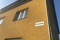 V bytě v Partyzánské ulici v Olomouci-Holici byla nalezena těla 30leté ženy a 33letého muže. Od úterního rána vyšetřuje podezřelá úmrtí kriminální policie. Příčinu smrti by měla objasnit nařízená soudní pitva.