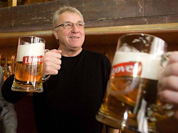 Trenér Sigmy Petr Uličný si připil vpivovaru Litovel prémiovým pivem