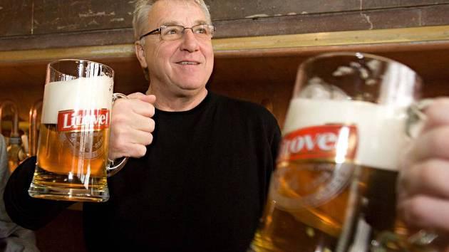 Fotbalový trenér Petr Uličný na exkurzi v litovelském pivovaru