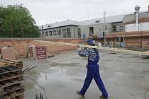 Stavba sportovní haly ve Velkém Týnci