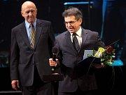 Robert Balogh v roce 2012 přebírá Cenu Olomouckého kraje za přínos v oblasti kultury