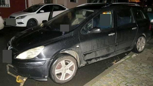 Opilá řidička peugeotu jela ve Šternberku i s nasazenou botičkou