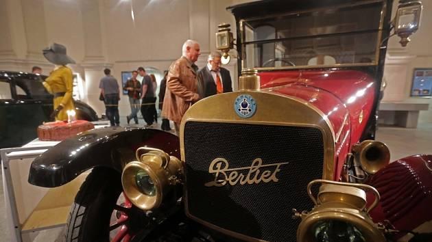 Výstava Dědeček automobil ve Vlastivědném muzeu Olomouc