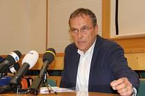 Hejtman Jiří Rozbořil na tiskové konferenci