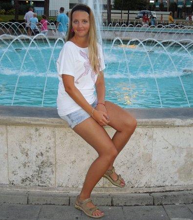 4) LENKA NESROVNALOVÁ, 19let, studentka, Šternberk