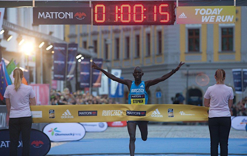 Olomoucký půlmaraton 2018 - vítěz Stephen Kiprop (Keňa) 1:00:15 - nový traťový rekord
