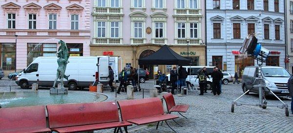 Příprava na natáčení detektivní série Pět mrtvých psů na Horním náměstí vOlomouci