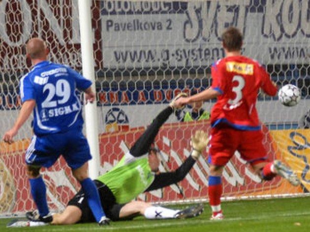 Hartig dává gól.
